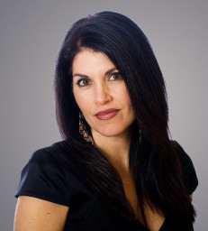 Félicia médium spirituelle est une jeune femme brune ayant un fort caractère