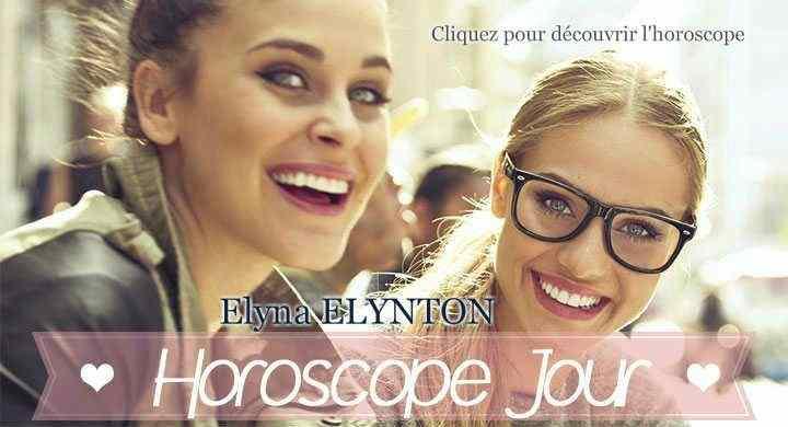 Deux jeunes filles très souriante sont dans la foule, l'image propose de cliquer pour rejoindre l'horoscope du jour gratuit